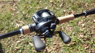 秋の野池でバス釣り練習。千本ピッチングするお。