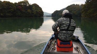 【2020年10月】晩秋の相模湖でバス釣りブロガーの人たちと浮いてきた話。
